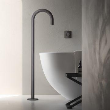 Hotbath Cobber vrijstaande baduitloop 106 cm hoog met gebogen uitloop van 22,5 cm, verouderd ijzer